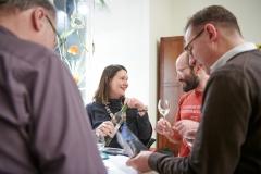Sarah Janson im Gespräch mit Gästen. Foto: Volker Lannert